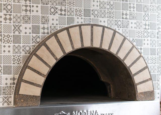 Устье печи для выпекания пиццы итальянского производства