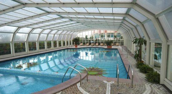 зимний бассейн с покрытием